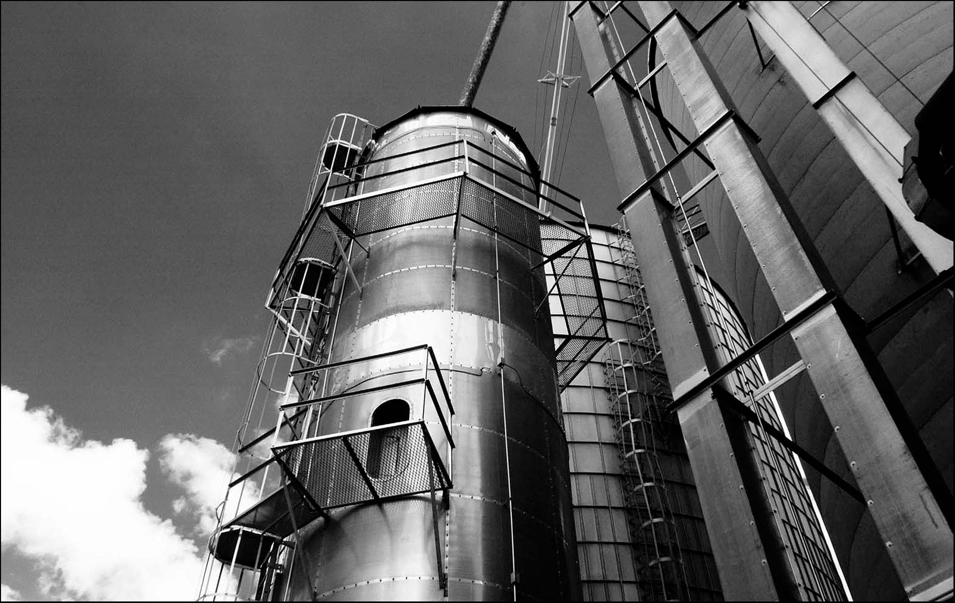 Black and white infrared silos